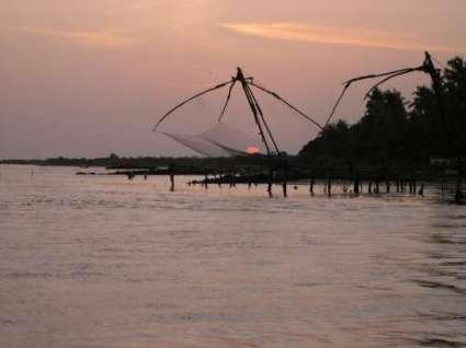 Kochi-Cochin-Photos-Sunset-through-Fishing-net-at-Kerala-Backwaters-Mount-Abu-4411-0-JPG-destreviewimages-500x375-1324604781