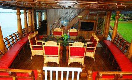 Premium houseboat